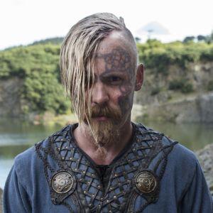 Jasper Pääkkönen esittää HBO:n esittämässä Vikings-sarjassa Halfdan-nimistä hahmoa.