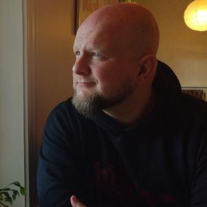Kirjailija Tuomas Lius