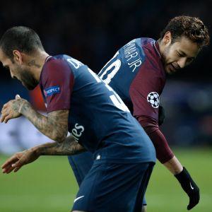 Dani Alves ja Neymar juhlivat.