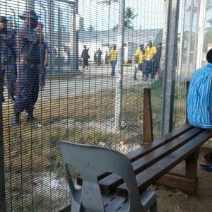 Poliiseja ja pakolaisia