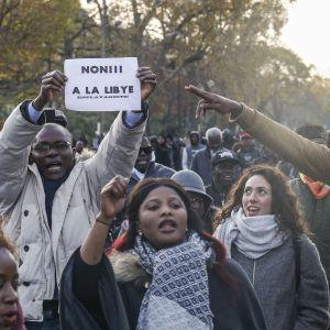 Pariisissa osoitettiin mieltään orjuutta vastaan.