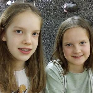 Fantasiakirjat ovat Erin ja Aura Hurmeen lempilukemista tällä hetkellä.