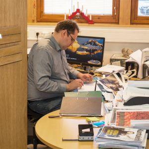 Savukosken kunnanjohtajan työ on monipuolista ja mielenkiintoista vakuttaa Antti Mulari.