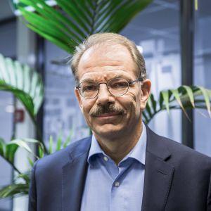 Aalto-yliopiston markkinoinnin professori Lasse Mitronen