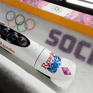 Venäläiskelkkailijoita Sotshin olympialaisissa 2014.