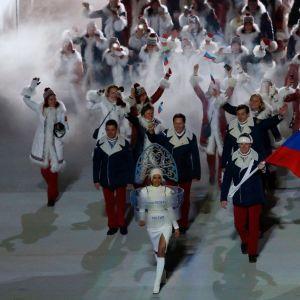 Venäjän joukkue marssii Sotshin olympialaisten avajaisissa.