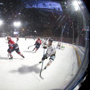 HIFK ja Kärpät Kaisaniemen kaukalossa