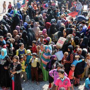 Irakin siviilejä pakenemassa Isistä.