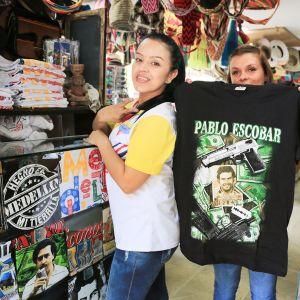 Pablo Escobar -rihkamaa on myytävänä runsaasti Medellínin keskustassa.