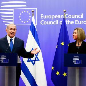 Israelin pääministeri Benjamin Netanjahu ja EU:n ulkopoliittinen edustaja Federica Mogherini.