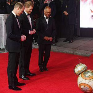 Britannian prinssit William ja Harry Star Wars: The Last Jedi -elokuvan Euroopan ensi-illassa Lontoossa 12. joulukuuta.