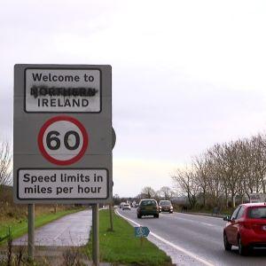 Tasavaltalaisten suttaama rajakyltti Pohjois-Irlannin ja Irlannin rajalla.