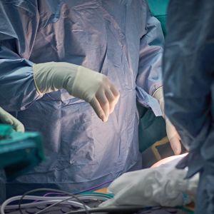 Leikkaus alkamassa