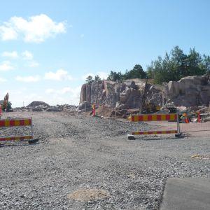 Byggarbeten 2012 för kommunalteknik på Drottningberg i Hangö. Här ska Quattrogroup snart bygga lyxbostäder med havsutsikt.