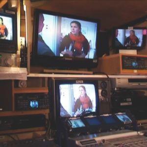 En ganska typisk lokal-tv interiör.