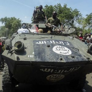 nigerianska armén förevisar en pansarvagn beslagtagen av Boko Haram i Maiduguri i november 2014