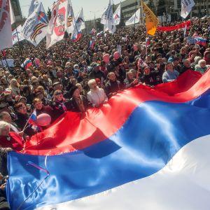 Rysslands flagga