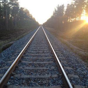 En järnvägsräls.