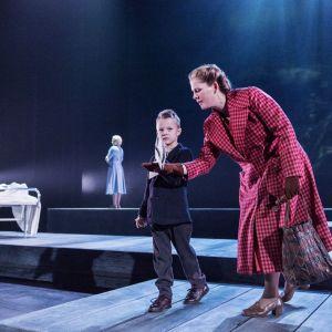Bild från pjäsen Fosterlandet av Lucas Svensson. Regi Anna Takanen.
