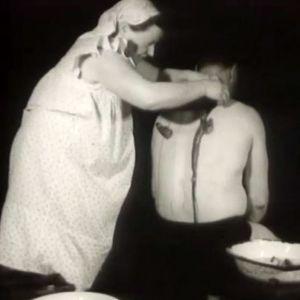 En kvinna koppar en man