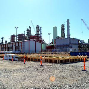 Vy över Neste Oils raffinaderi i Sköldvik.