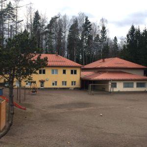 Den finskspråkiga skolan Päivärinteen koulu i Sjundeå
