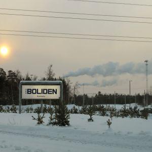 Boliden i Karleby i vinterskrud.