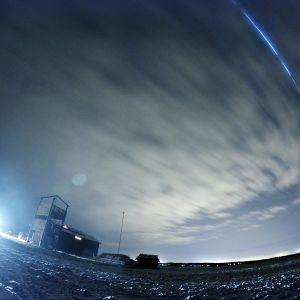 Geminidernas stjärnfall ovanför Meteorian vid Söderfjärden