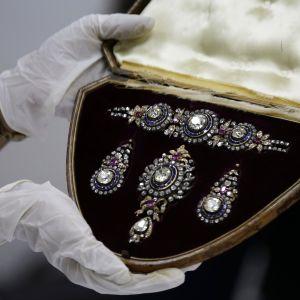 Diamanter i ett skrin.