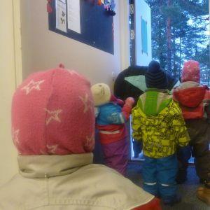 Dagisbarn på väg ut