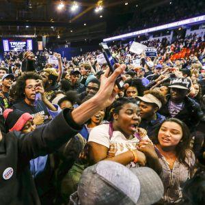 Demonstranter på ett valmöte för Donald Trump i Chocago, Illinois.