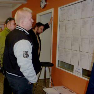 Unga arbetslösa kunde kolla in arbetsplatser på evenemanget i Sjundeå.