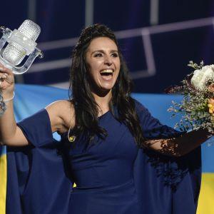 Ukrainas Jamala har precis vunnit Eurovisionen.