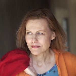 Anja Erämaja tilldelas Yles lyrikpris Den dansande bjrönen 2016.