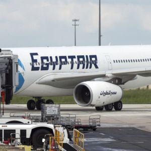 Egyptairs plan 804 på Charles de Gaulle.