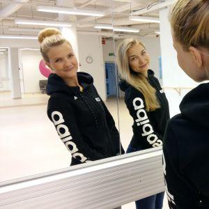Karin Eklund och Julia Martin i KDC:s dansstudio.