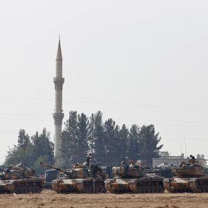 Turkiska pansarvagnar vid Jarablus