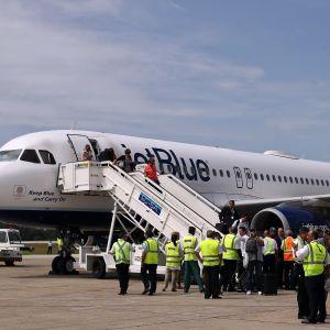 Det första passagerarflyget på mer än 50 år från USA till Kuba har landat, i Santa Clara på Kuba den 31 augusti 2016.