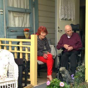 Britta och Aarre Saari i Kristinestad är nöjd med hemvården.