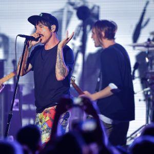Rockbandet Red Hot Chili Peppers på scen