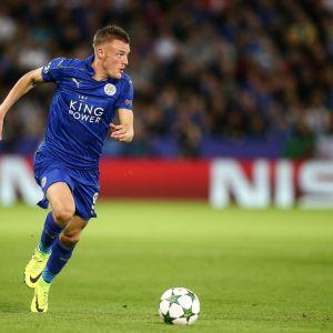Jamie Vardy öser på i anfallet för Leicester City.
