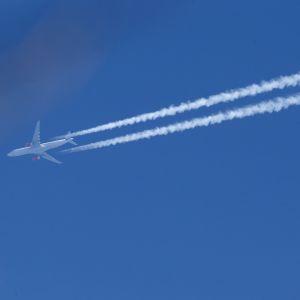 Flygplan uppe i luften