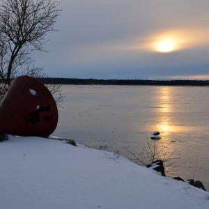 Vintersol över stadsfjärden i Vasa.