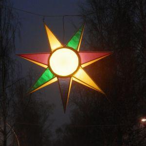 Nykarlebystjärnan lyser i vintermörkret