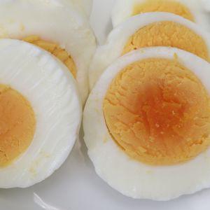 Kokta uppskurna ägg