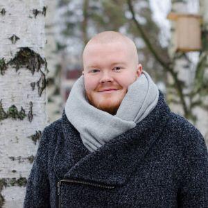 Tobias Sjöman i vinterjacka.