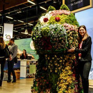 Kopia av den blomsterhund som står utanför Guggenheimmuseet i Bilbao.