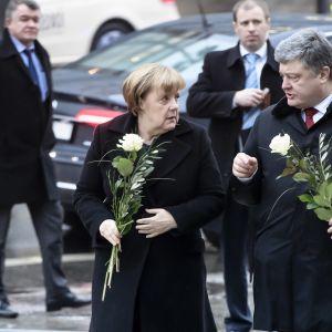 Ukrainas president Petro Porosjenko avbröt sitt besök i Tyskland på grund av det förvärrade läget i östra Ukraina. Porosjenko lade ner en krans vid platsen för terrordådet i Berlin nyligen tillsammans med förbundskansler Angela Merkel