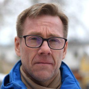 En man med glasögon. Han heter Mika Illman.