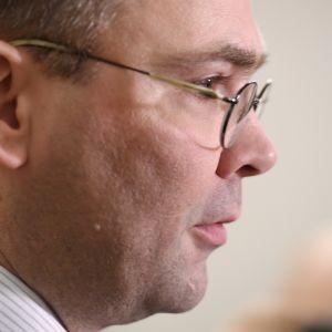 Försvarsminister Jussi Niinistö (Sannf.).